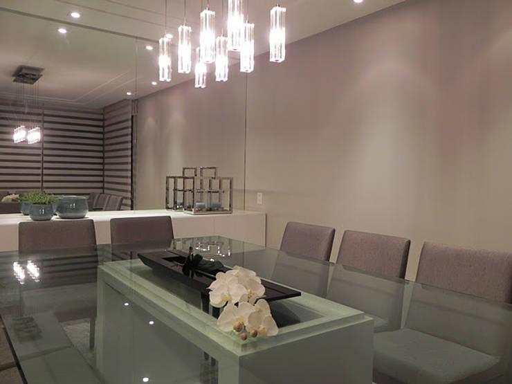 APARTAMENTO : Salas de jantar  por CRAFT ARQUITETURA,Moderno