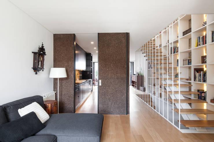 Soggiorno in stile in stile Moderno di Floret Arquitectura