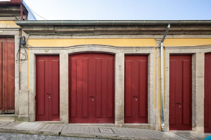 Espaço Mira: Paredes  por Floret Arquitectura