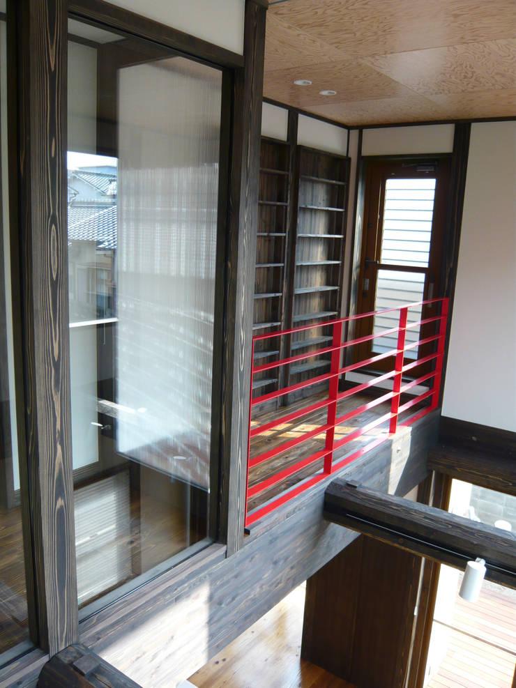 都築の家: 設計工房 A・D・FACTORY 一級建築士事務所が手掛けたリビングです。