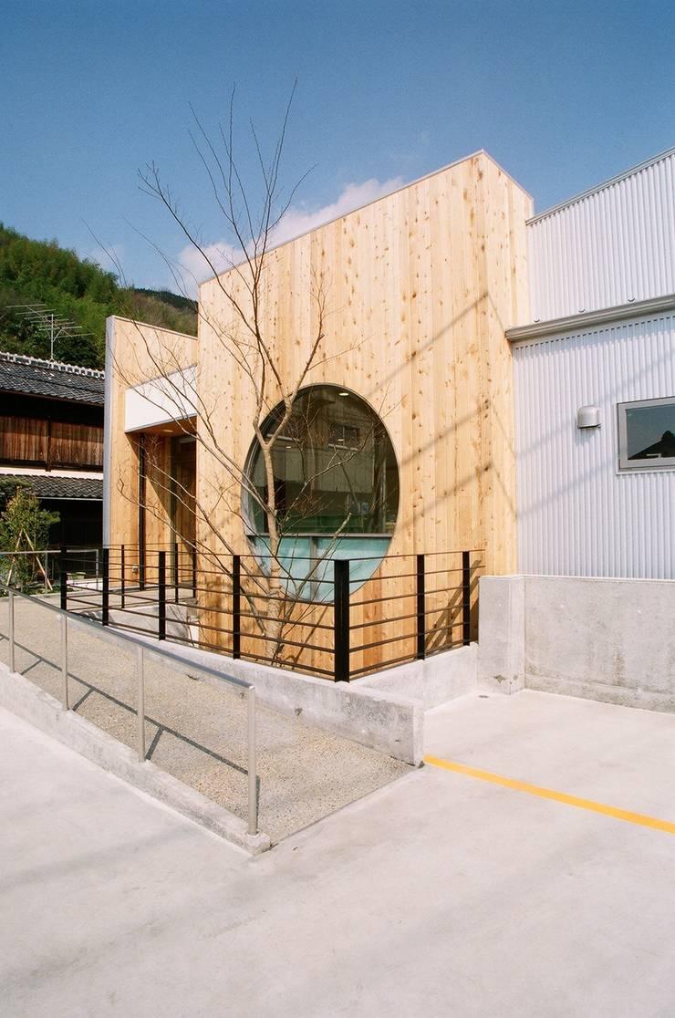 にしもと内科クリニック: 設計工房 A・D・FACTORY 一級建築士事務所が手掛けた病院です。