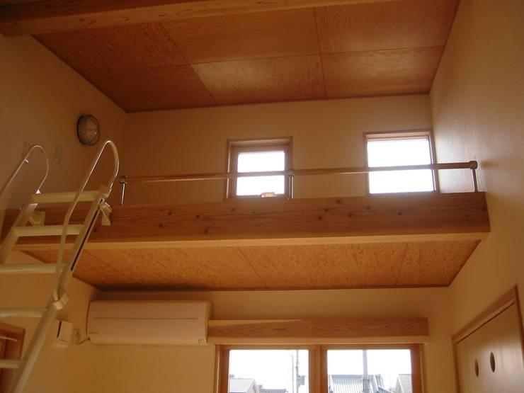 HOUSE華茶庵: 設計工房 A・D・FACTORY 一級建築士事務所が手掛けた子供部屋です。