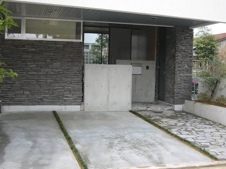 吹屋町のライトコートハウス: 設計工房 A・D・FACTORY 一級建築士事務所が手掛けた家です。