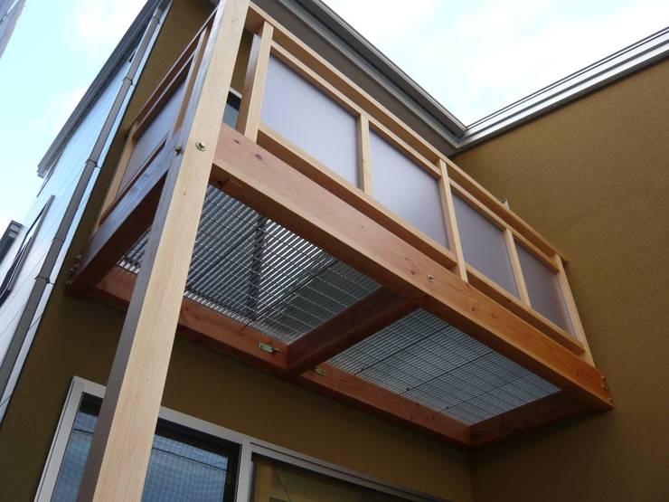 北野の稲穂庵: 設計工房 A・D・FACTORY 一級建築士事務所が手掛けたテラス・ベランダです。
