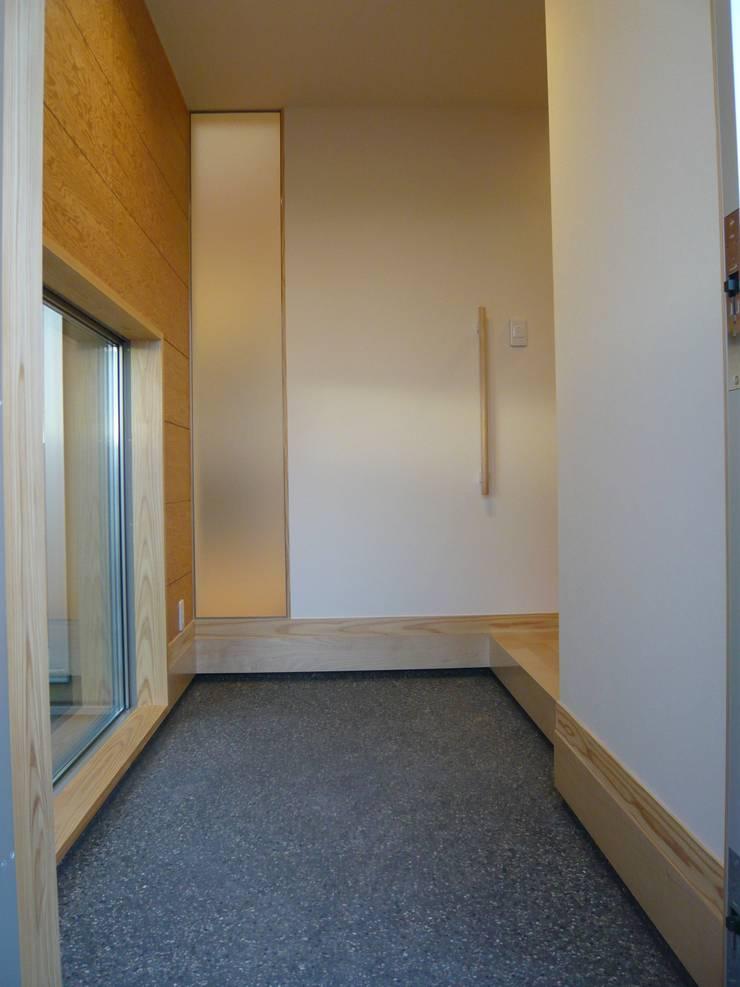 Corridor & hallway by 設計工房 A・D・FACTORY 一級建築士事務所, Eclectic