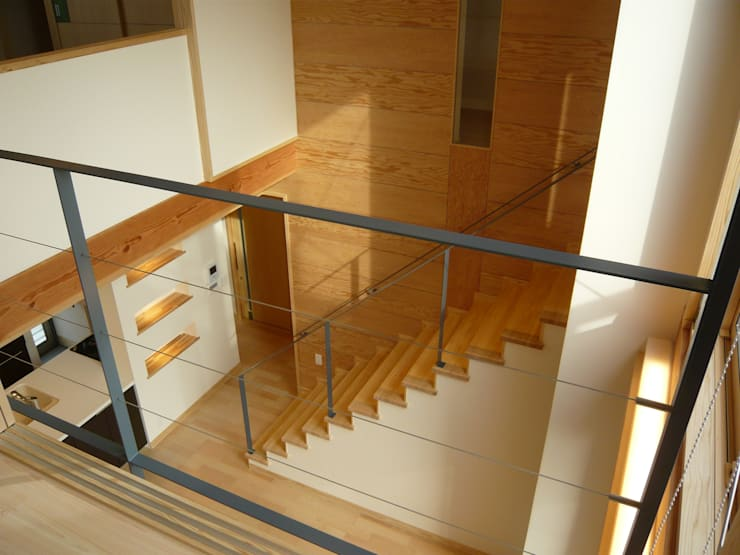 北野の稲穂庵: 設計工房 A・D・FACTORY 一級建築士事務所が手掛けたリビングです。