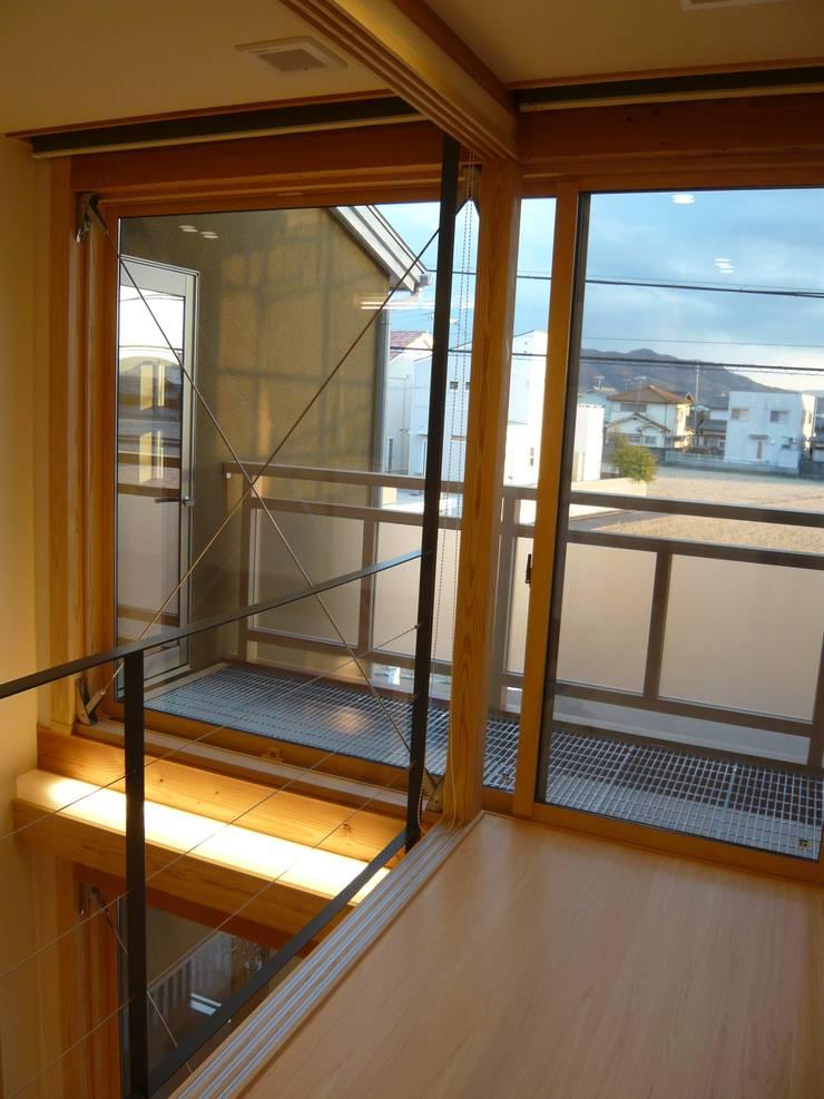 北野の稲穂庵: 設計工房 A・D・FACTORY 一級建築士事務所が手掛けた廊下 & 玄関です。