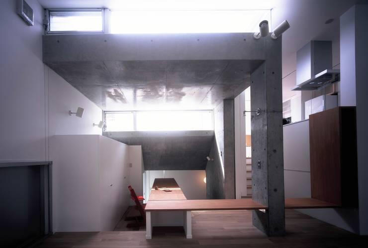 板の家: スズケン一級建築士事務所/Suzuken Architectural Design Officeが手掛けたリビングです。