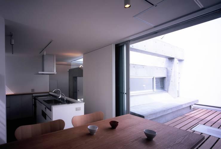 板の家: スズケン一級建築士事務所/Suzuken Architectural Design Officeが手掛けたダイニングです。