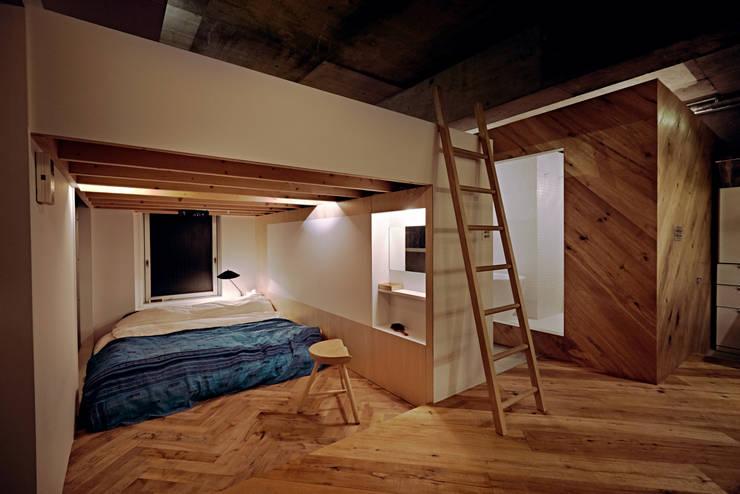 .8 / TENHACHI: endüstriyel tarz tarz Yatak Odası