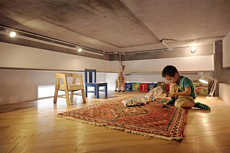 .8 / TENHACHI: endüstriyel tarz tarz Çocuk Odası