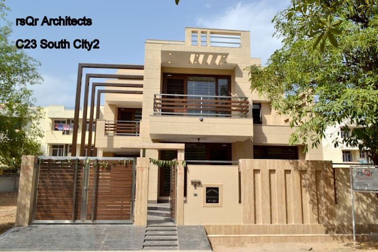 REsidence In South City 2 Gurgaon:  Walls by rsQr Architects