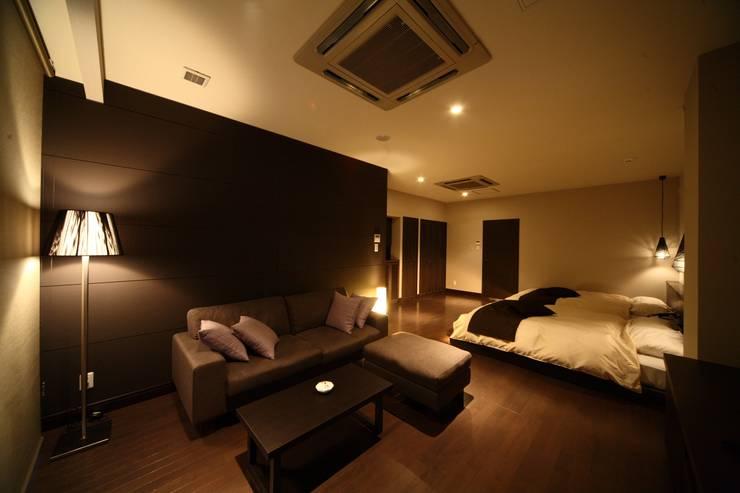 ツインルームタイプ: 株式会社井上輝美建築事務所+都市開発研究所  aim.design studioが手掛けたホテルです。