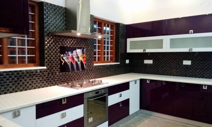 Bangalow: modern Kitchen by homecenterktm
