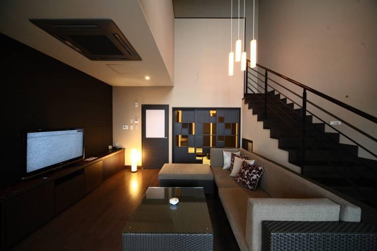メゾネットタイプ: 株式会社井上輝美建築事務所+都市開発研究所  aim.design studioが手掛けたホテルです。