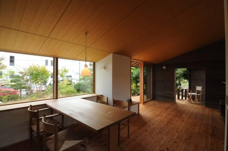 ダイニング: 加藤武志建築設計室が手掛けたダイニングです。,オリジナル 木 木目調
