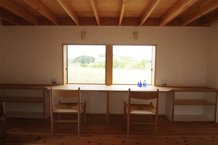 子供室: 加藤武志建築設計室が手掛けた子供部屋です。,オリジナル 木 木目調