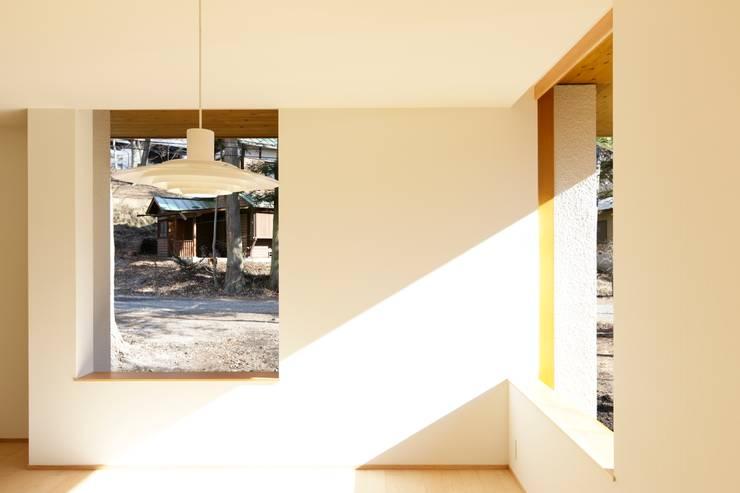 軽井沢O邸: 一級建築士事務所マルスプランニング合同会社が手掛けた窓です。