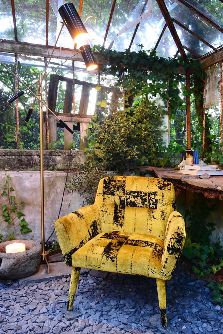 Casa Porto: Sala de estar  por ACTUAL SOLUCÕES