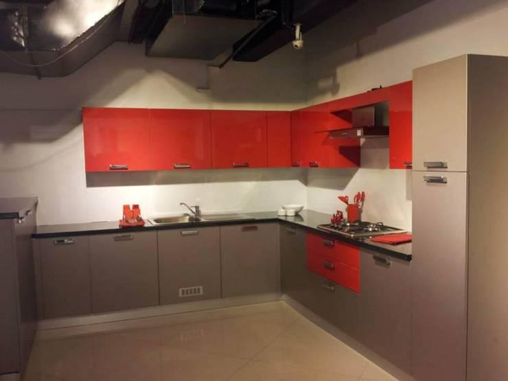 ITALIAN KITCHENS: modern Kitchen by homecenterktm