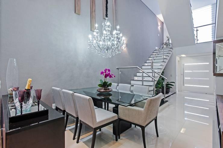 Sala da pranzo in stile  di Patrícia Azoni Arquitetura + Arte & Design