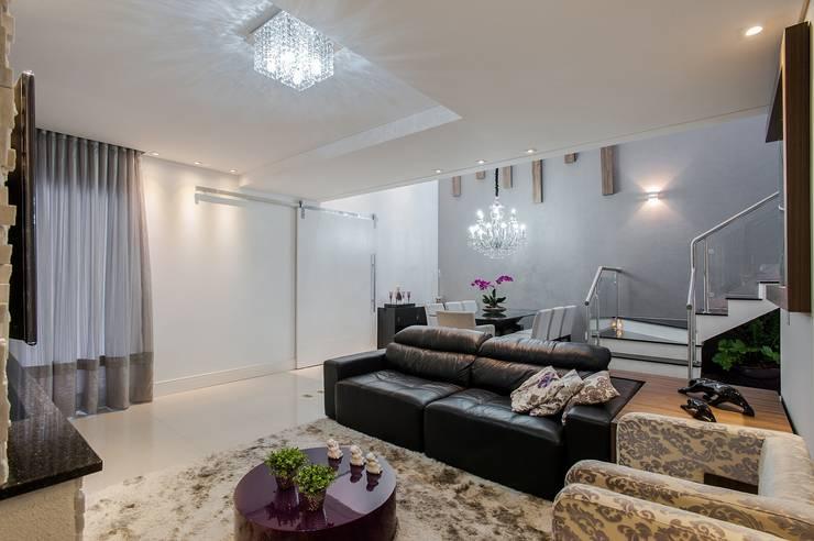SALA : Salas de estar  por Patrícia Azoni Arquitetura + Arte & Design