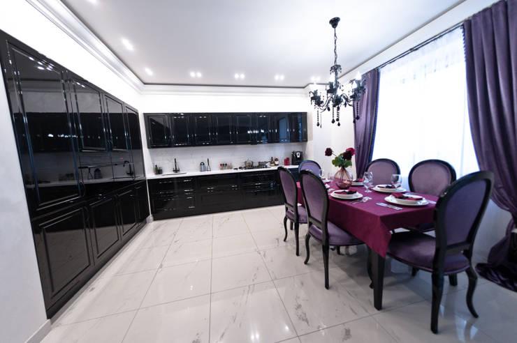 Загородный дом  ул. Добрянская  235 кв.м: Кухни в . Автор – Дизайн студия fabrika