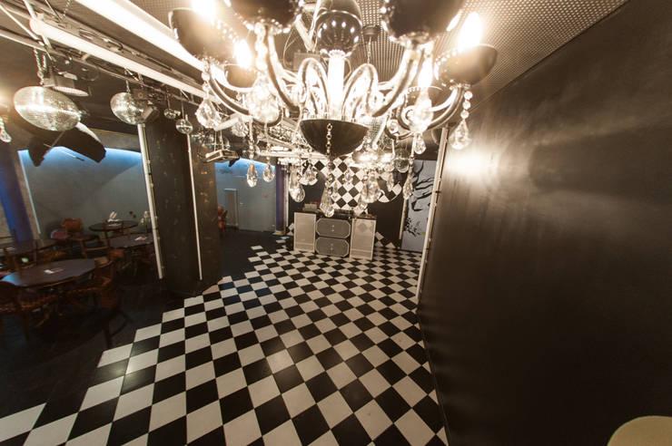 Клуб-бар  ул. Окулова  186 кв.м: Бары и клубы в . Автор – Дизайн студия fabrika,