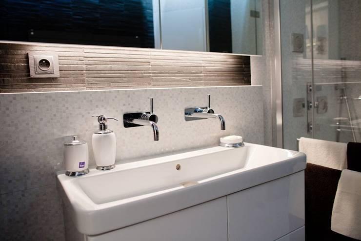 Łazienka: styl , w kategorii Łazienka zaprojektowany przez Viva Design - projektowanie wnętrz,Nowoczesny Płytki
