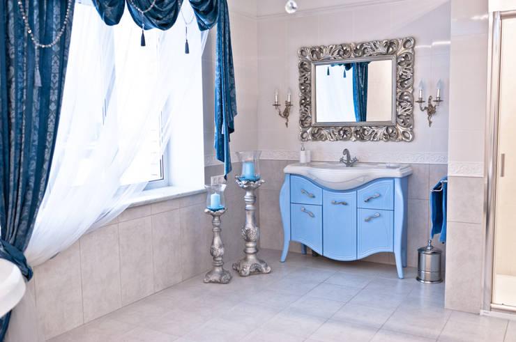 Загородный дом  ул. Добрянская  235 кв.м: Ванные комнаты в . Автор – Дизайн студия fabrika