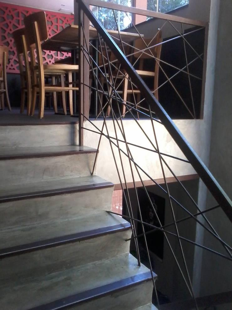 Restaurante Sustentável - Ibérico: Corredor, vestíbulo e escadas  por BF Sustentabilidade, Arquitetura e Iluminação