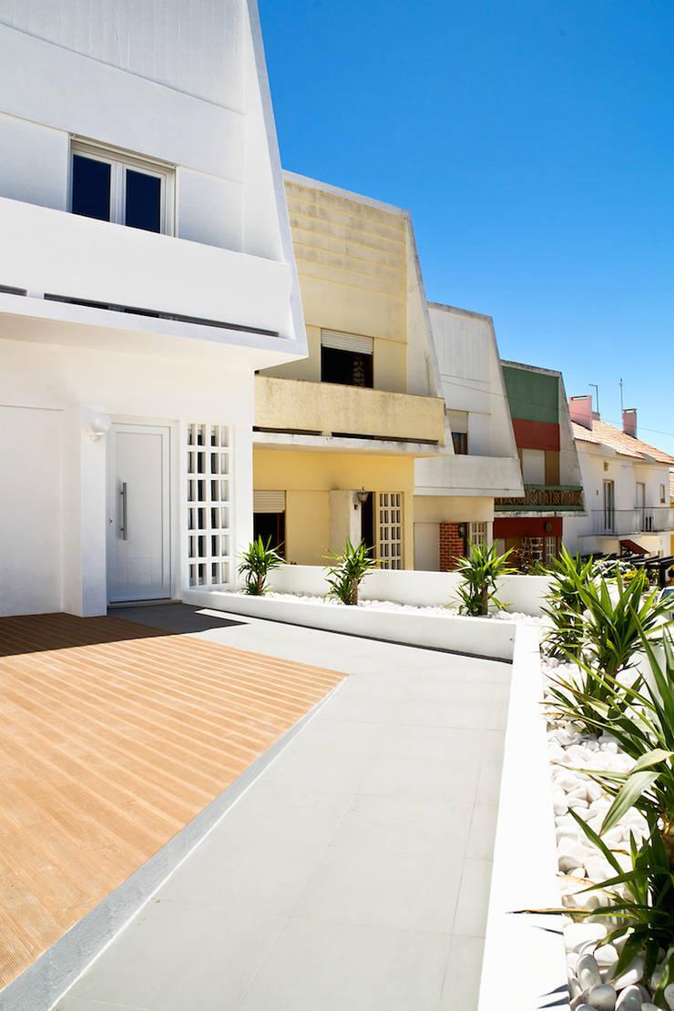moradia JE: Casas  por involve arquitectos