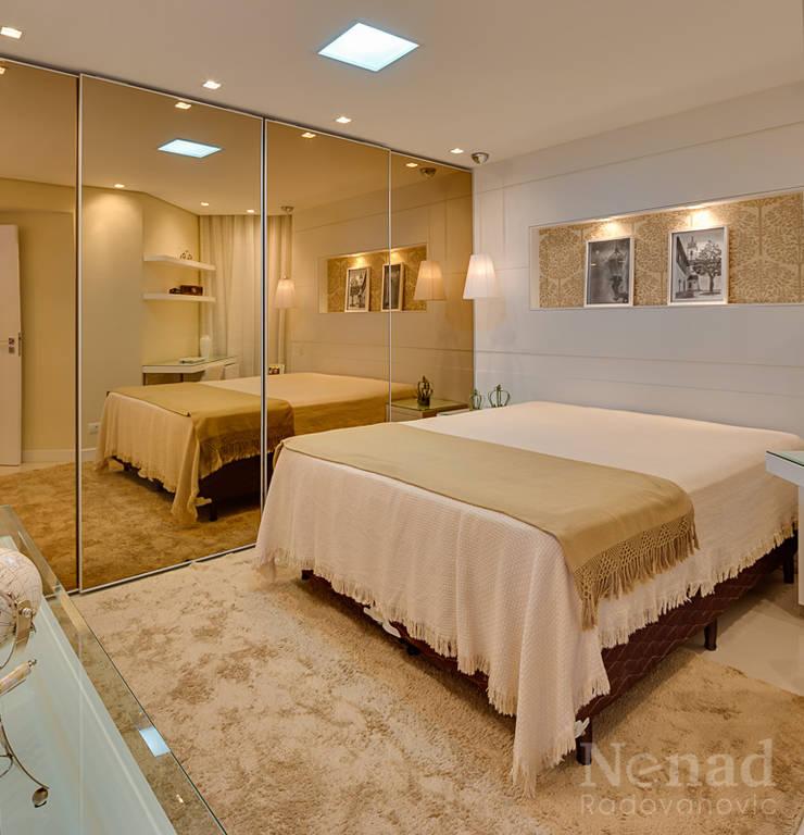 Dormitório Jovem Casal: Quarto  por Letícia Bowoniuk Arquitetura e Interiores