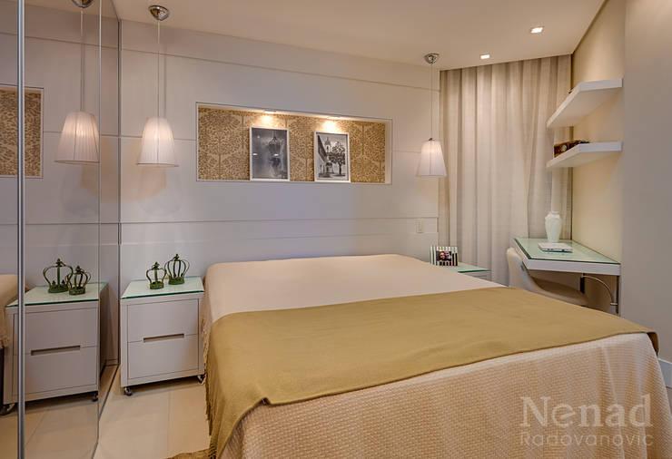 Dormitorio casal: Quarto  por Letícia Bowoniuk Arquitetura e Interiores