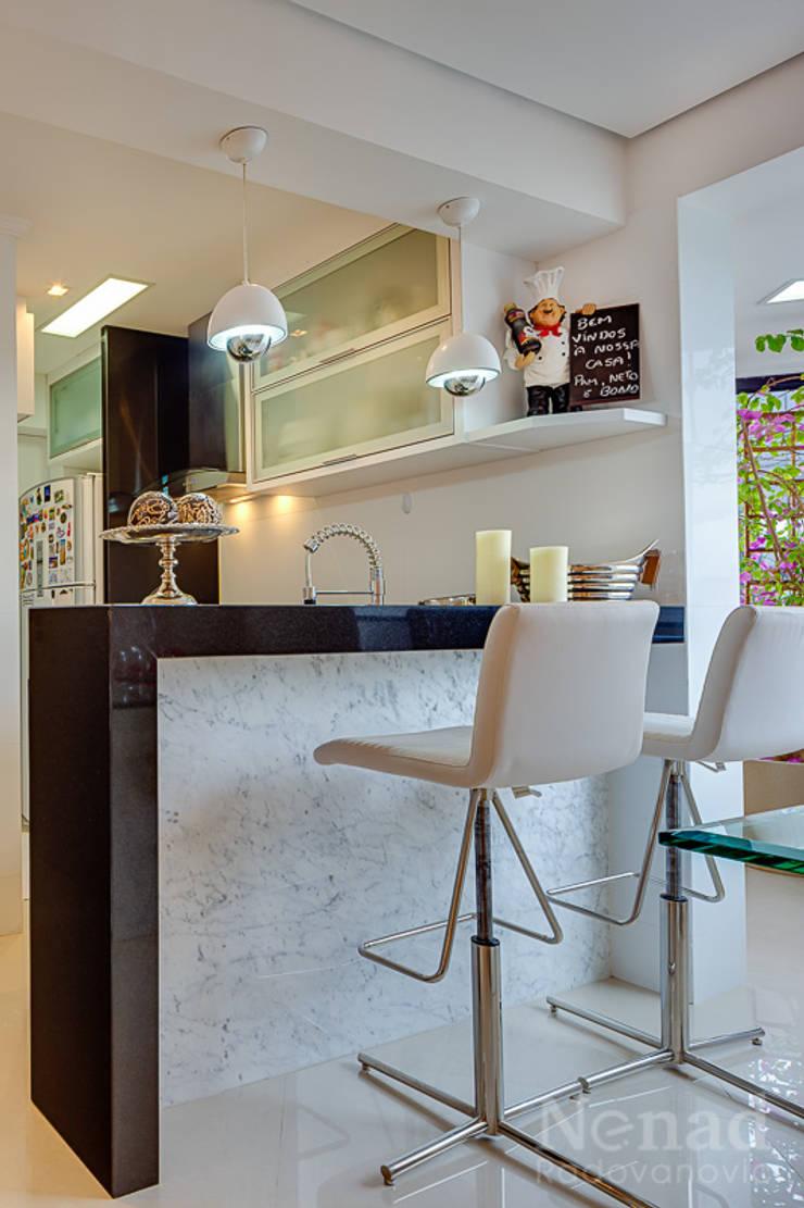 cozinha/ espaço gourmet: Cozinha  por Letícia Bowoniuk Arquitetura e Interiores