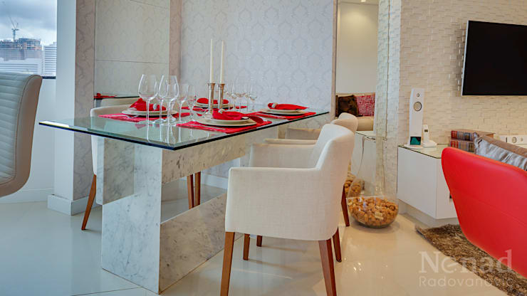Apartamento Casal Jovem: Sala de jantar  por Letícia Bowoniuk Arquitetura e Interiores