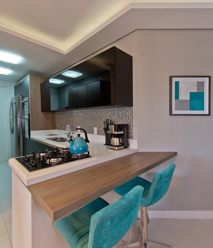 Apartamento Completo Itacorubi – M.N.B: Cozinhas modernas por Kris Bristot Arquitetura