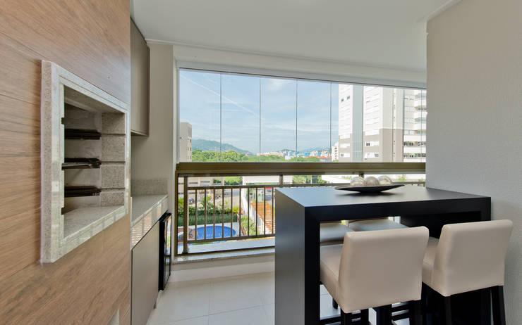Apartamento Completo Itacorubi – M.N.B: Terraços  por Kris Bristot Arquitetura