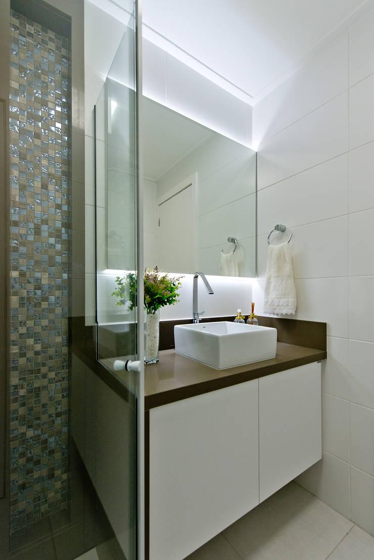 Apartamento Completo Itacorubi – M.N.B: Banheiros modernos por Kris Bristot Arquitetura