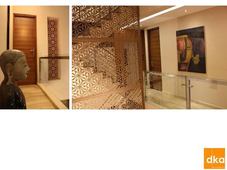B&N Residence:  Corridor & hallway by Dutta Kannan architects