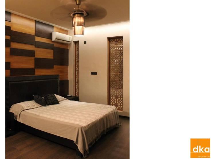 B&N Residence:  Bedroom by Dutta Kannan architects