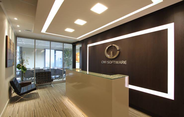 CWI Software – Porto Alegre: Espaços comerciais  por Mundstock Arquitetura,Moderno
