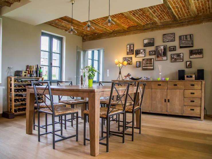 Lumière & contraste: Salle à manger de style de style Moderne par Guillaume Muller Architecte