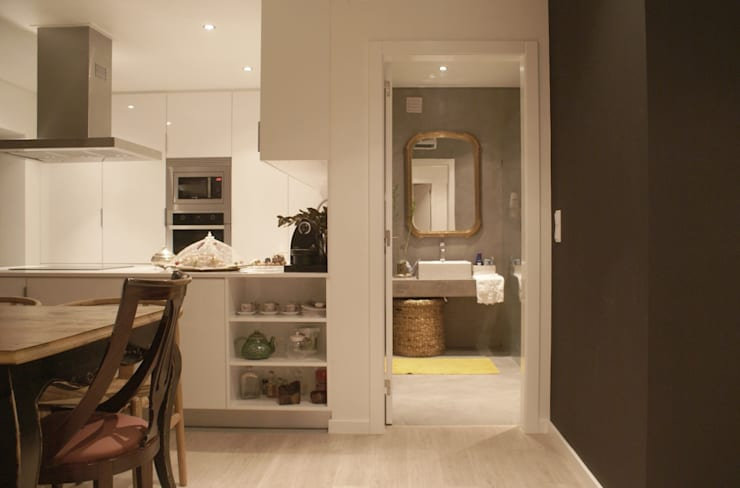 Apartamento CM: Casas de banho  por involve arquitectos