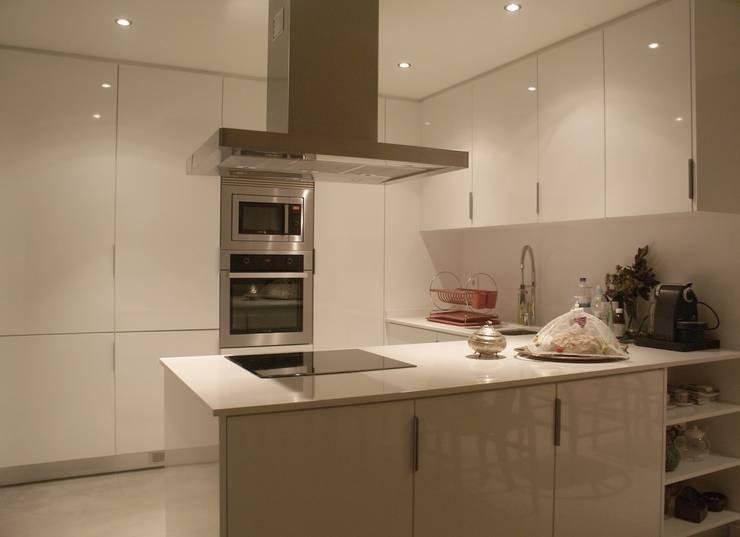Apartamento CM: Cozinhas  por involve arquitectos