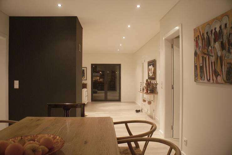 Apartamento CM: Salas de jantar  por involve arquitectos