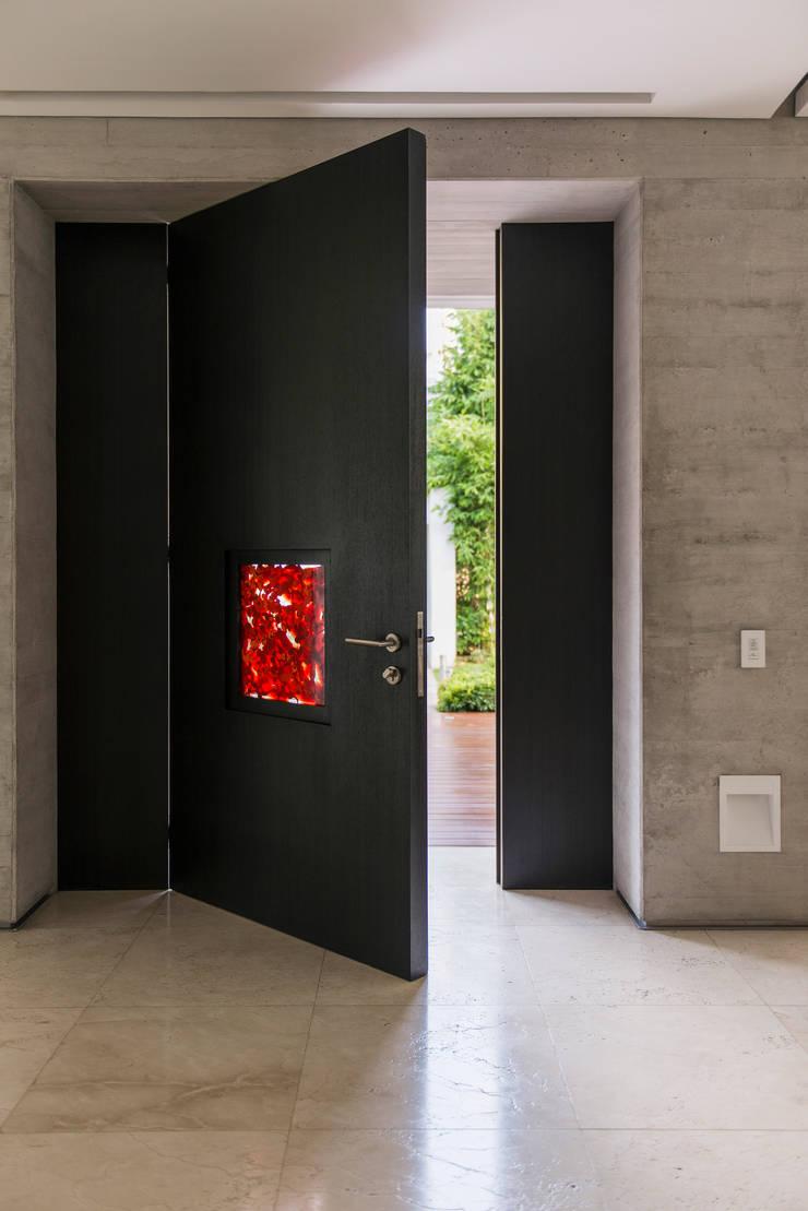 Puerta Jimmiz Brainz: Arte de estilo  por Studio Orfeo Quagliata