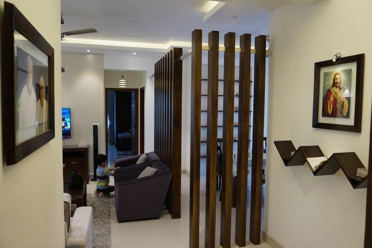 FLAT PURVANKARA.COCHIN.KERALA:  Living room by INOUTSPACE