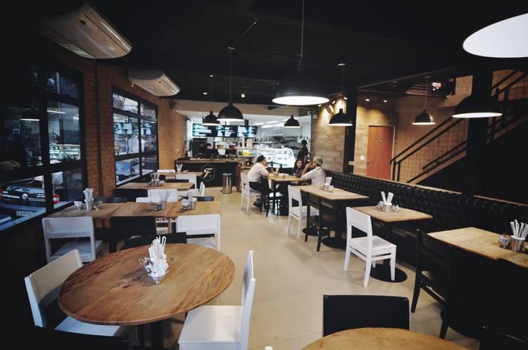 Fresto - Salão Térreo: Espaços gastronômicos  por Atmosfera Arquitetura Sociedade Ltda