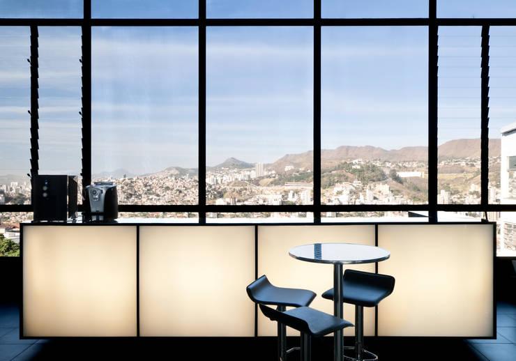 Projeto Comercial | Mini: Concessionárias  por Dubal Arquitetura e Design,